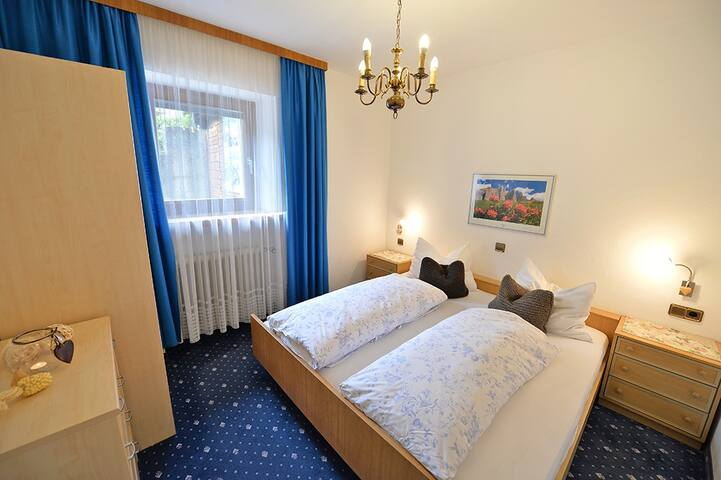 """Apartments Dolomie - camera da letto - Schlafzimmer - bed room """"Mont Seuc"""""""
