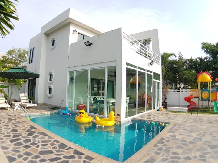 Baan Pool Villa01 (Bangsaen-Mountain view)