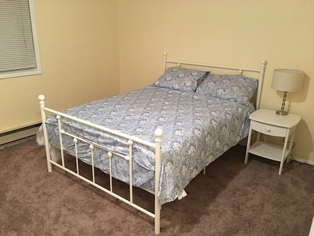 Clean Private room - Hillsboro