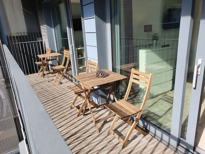 Balcony Apartment by Cliftonvalley Apartments
