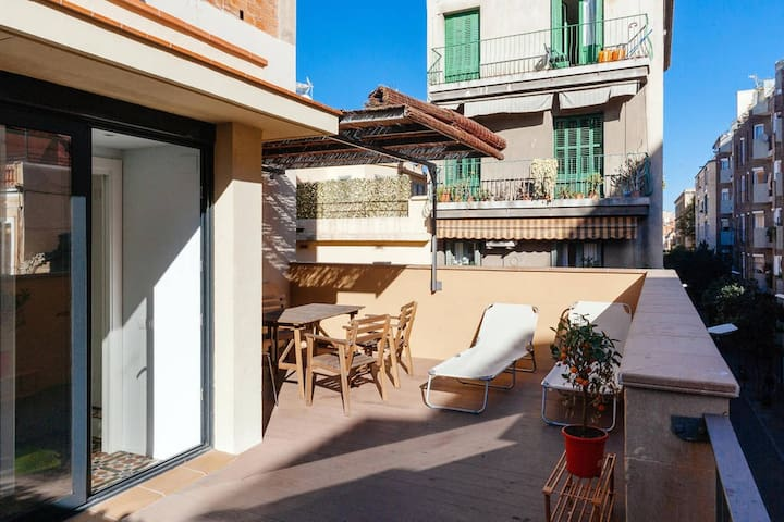 Double room in modern authentic catalan house - Barcelona - Hus