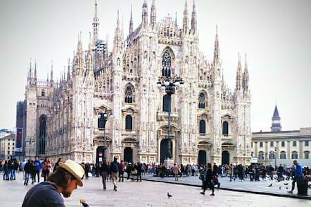 Casa 2 arte ***(15 min from center of Milan Duomo)
