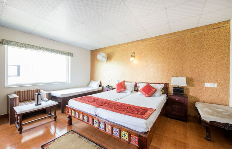 Luxurious Ethnic rooms with Exclusive Polo Game - Jaipur - House