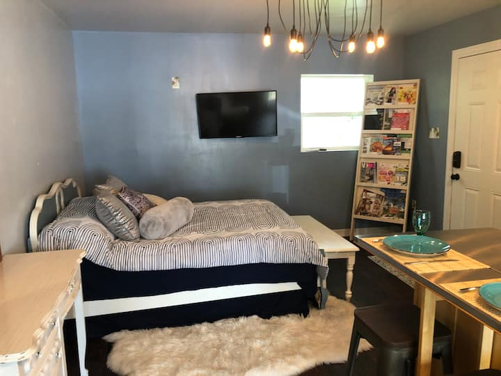 Downtown Lakeland - Cozy Guest House Studio