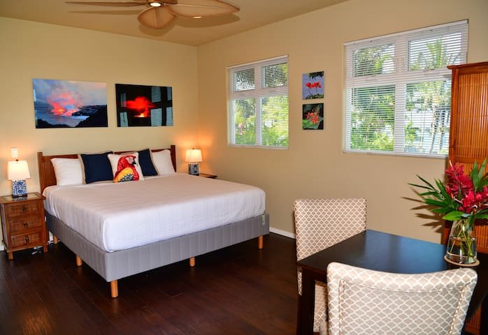 Master Suite 2: King Bed