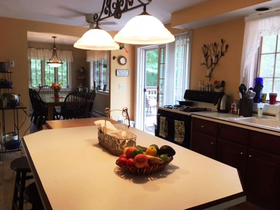 Full Kitchen and Dining room kitchen is fully equipped with all small appliances included.