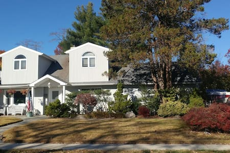 Centrally located NY House, close to all.Beach to - Merrick
