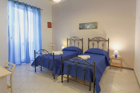 TWIN ROOM WITH BALCONY - COZY, CHEAP AND CENTRAL!! - Palermo - Bed & Breakfast