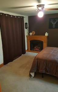 Ferndale Den-Private Room/Bath & Separate Entrance