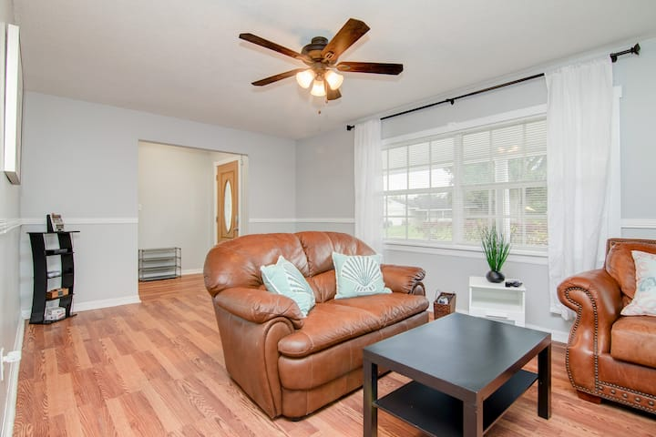 Sunny, Charming Home in Winter Park!