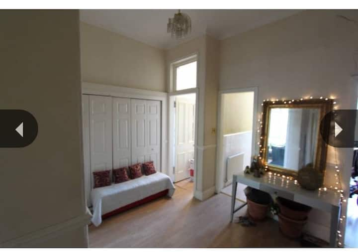 Bright Spacious One Bed Flat To Rent