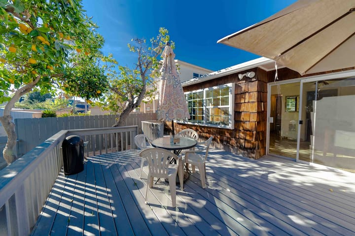 Back Yard Oasis At This San Diego Beach Cottage