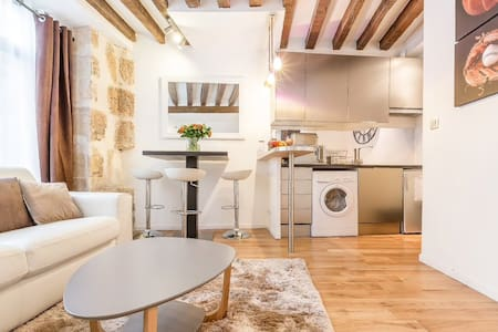 A charming 2-room apartment in the center of Paris