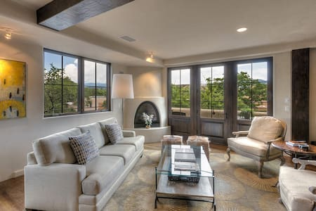 The Lincoln 401 - 1 block to plaza-High End Luxury - Santa Fe