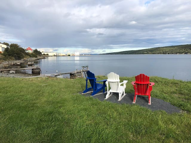★Stunning Oceanfront Saltbox★Scenic Harbour Grace