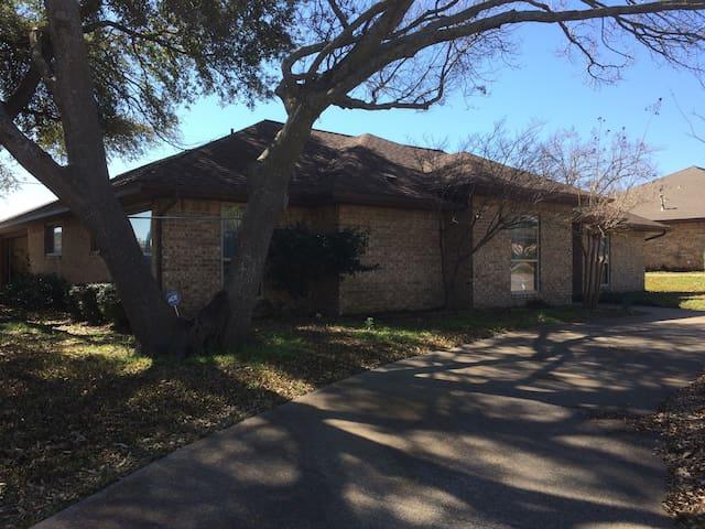 Home in Quiet Neighborhood. - Duncanville - Ev