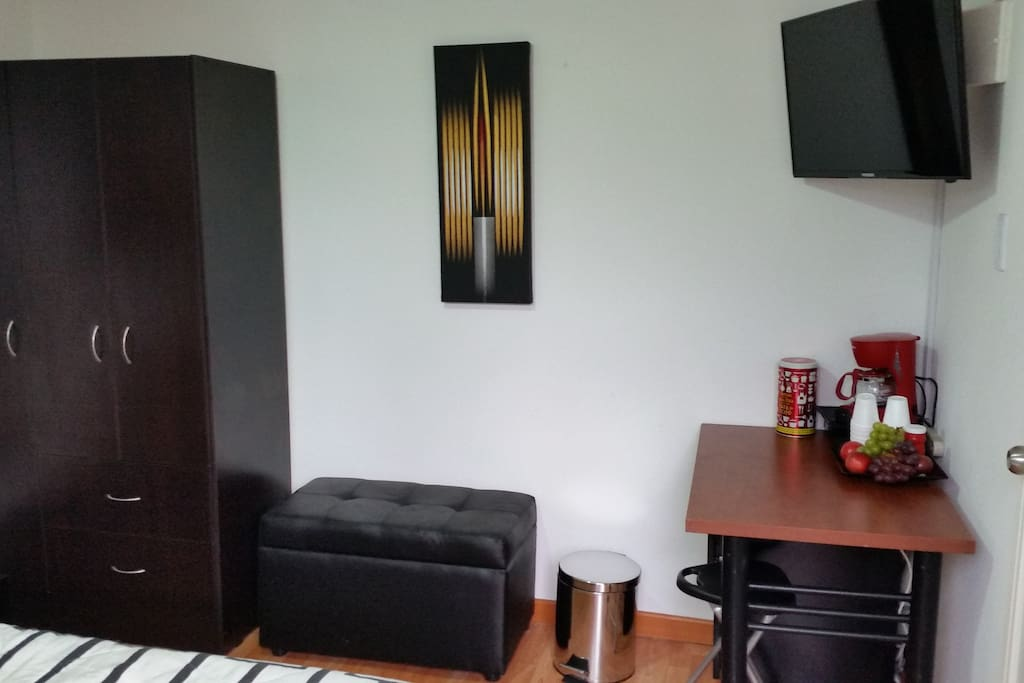 PRIVATE ROOM: Newly redesigned room with own entrance and completely private from the rest of the house, great and affordable price. Cable TV - Wifi, Desk, Wardrobe, Private Bathroom, Queen Bed, Coffee Maker.