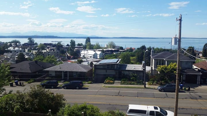Cozy and relaxing 1 bedroom Alki apartment