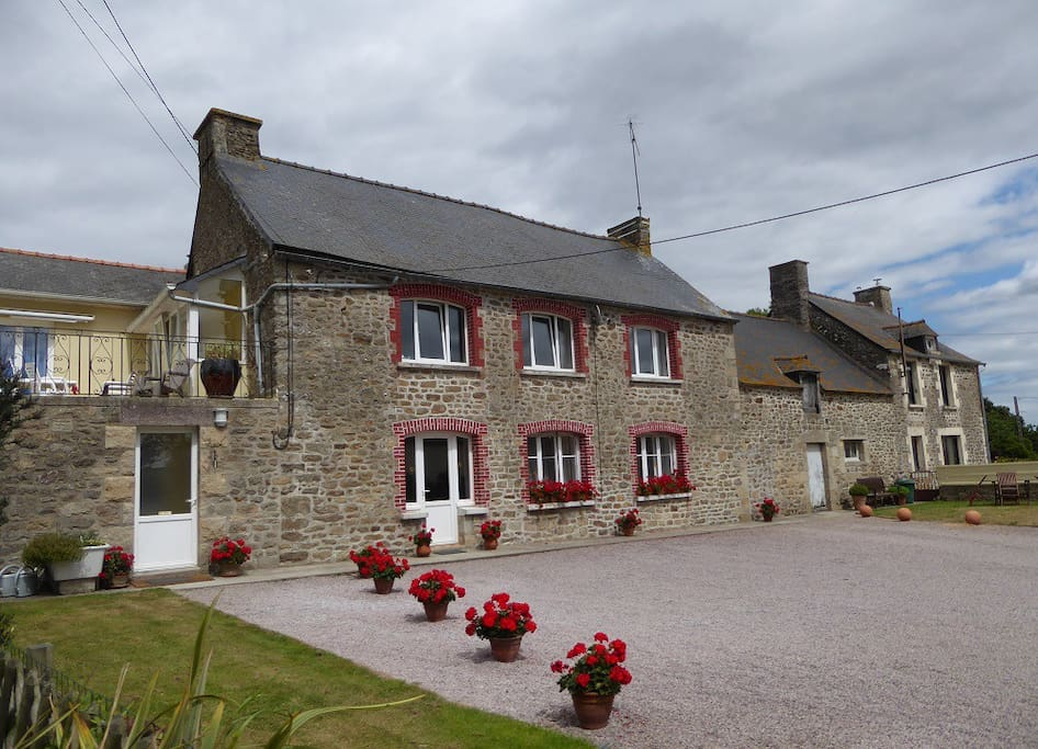 Les Camélias - beautiful spacious first floor apartment with sun terrace - former  farmhouse close to the beaches and Dinan, excellent value