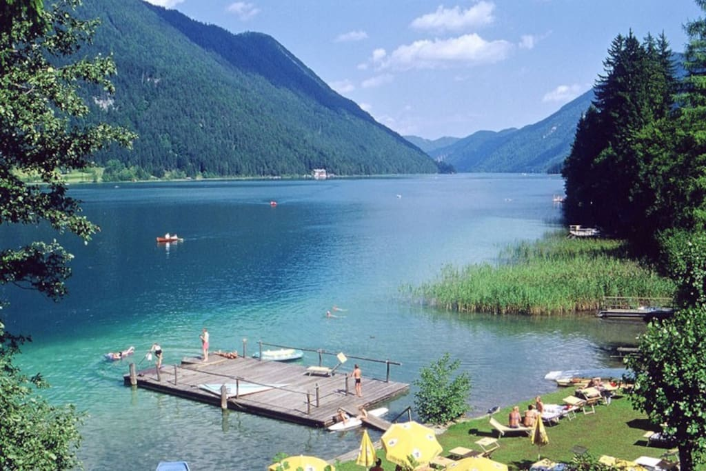 Traumstrand   Chalets Zöhrer - Wohnen am Wasser, Ferienwohnungen direkt am See (Weissensee, Kärnten, Österreich), apartments, directly at the lake