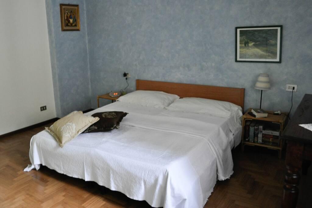 Camera (Room)