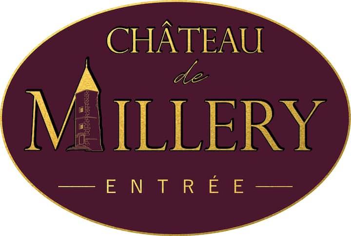 Proche d'Autun, le château de Millery