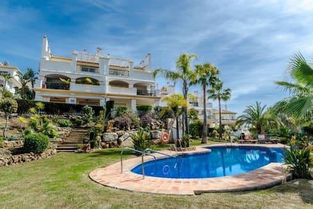 Luxury Frontline Golf Apartment-Minutes to beach - Михас - Квартира
