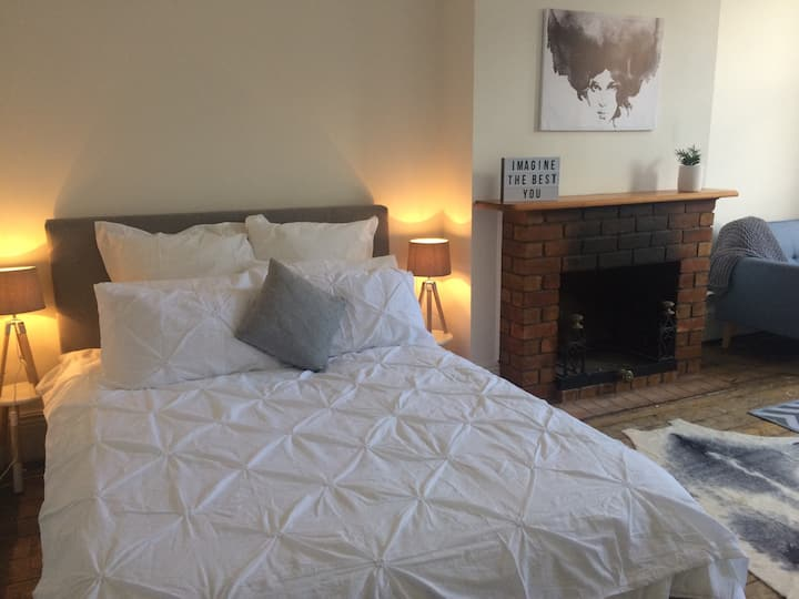 Fitzroy Apartment - Queen bed & King size room