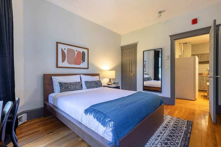 Urban Living in Fenway with Fully-Furnished Rooms