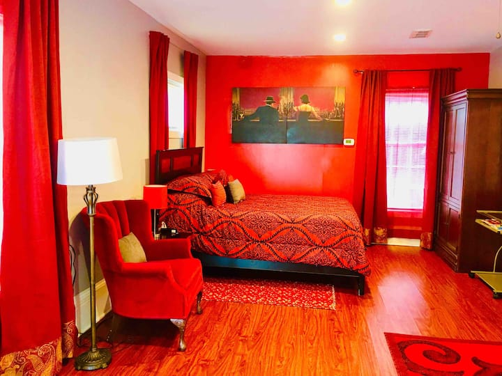 Studio 1, private comfortable for special moments!
