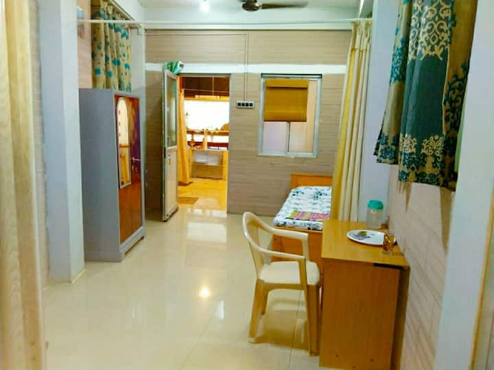 Seperate Entrance/ STANDARD A.C room/Anna nagar