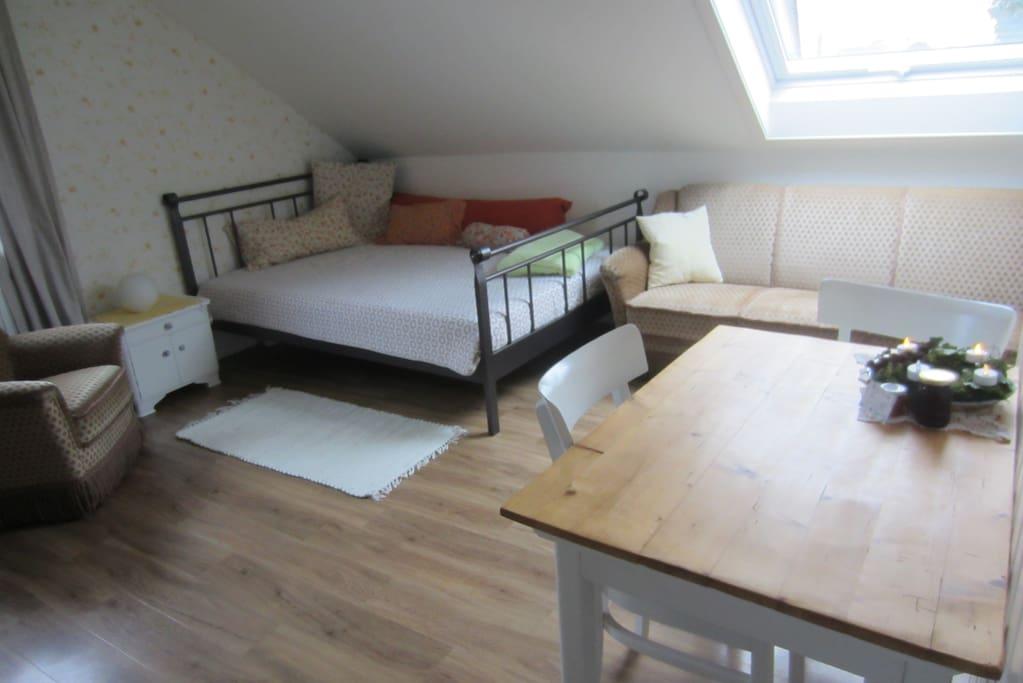Das Sofabett wenn es mit dem Auszeit Zimmer als ganze Wohnung vermietet wird.