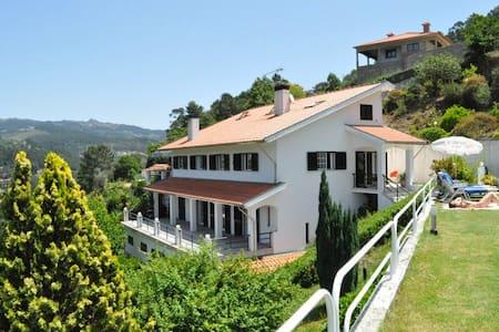 White House at the Douro river - Espadanedo - 一軒家