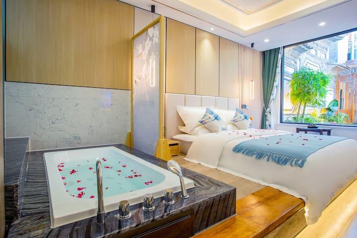 榻榻米浴缸大床房