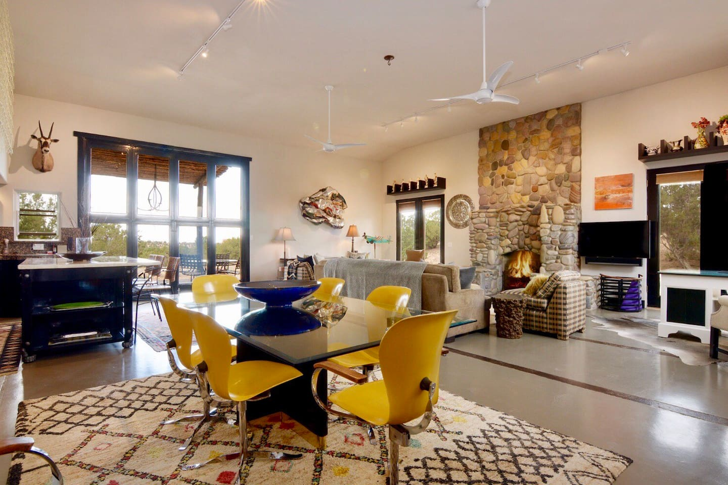 Expansive 900sq.ft. Living space