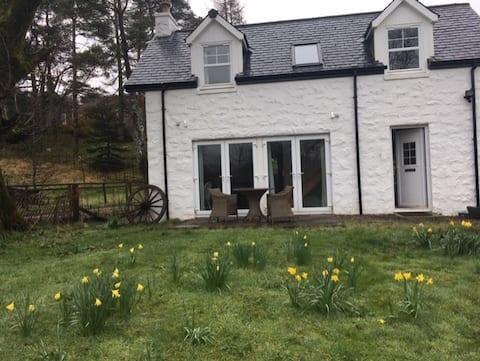 Oban. Lonan Cottage & Byre.
