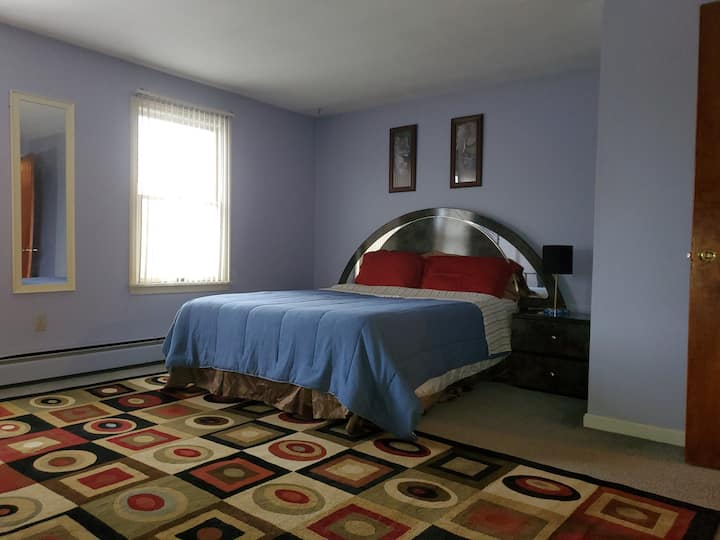 Comfy and Very Spacious Bedroom