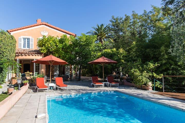 Charming Villa Nice, sea & town view, pool, garden