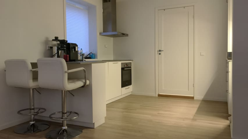 Modern and upgraded (2015) apartment downtown - Alesund