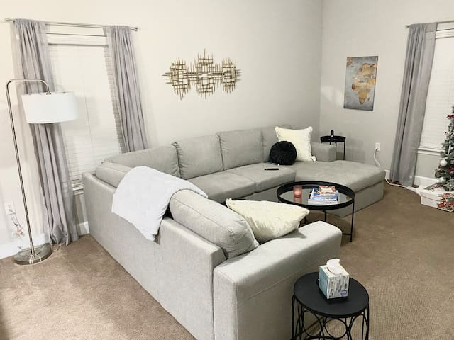1300 Sqft Relaxing, Private, 1BR 1BTH - King Suite