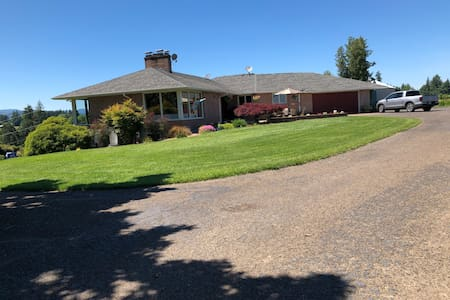McMinnville Farm with a view, close to town!