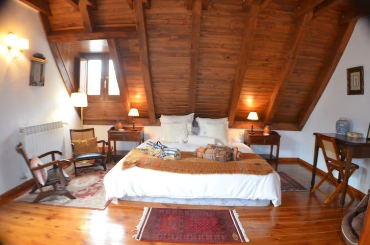 Casa Rural Home Arties - Artés - Appartement