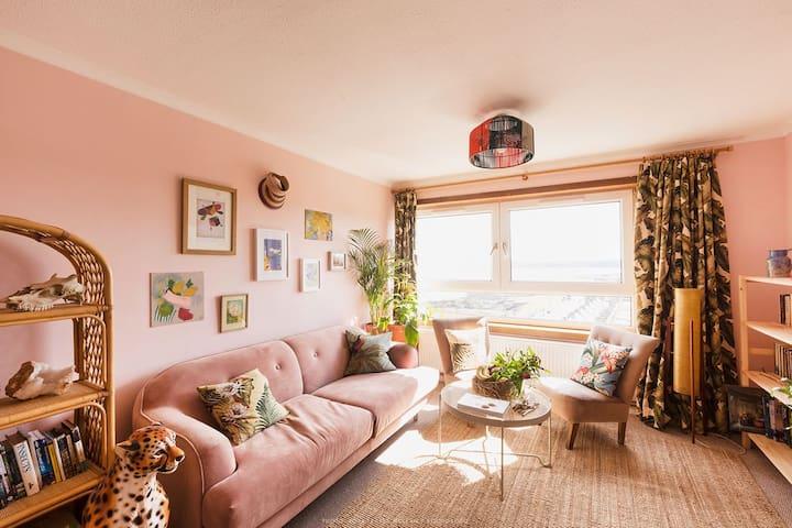 Room in Fashion Designer's City/Beach Home
