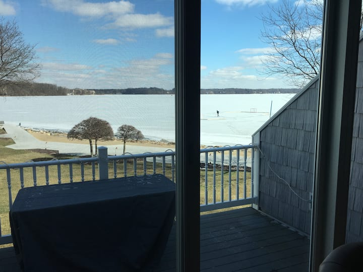 Comfortable luxury on the shore of Lake Max