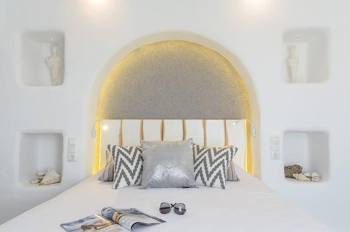 Naxian Breeze, Top floor Suite with Sea views!