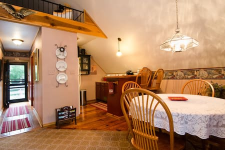 Carriage Suite Location Private Lily Garden BnB - Harpers Ferry - Bed & Breakfast - 1