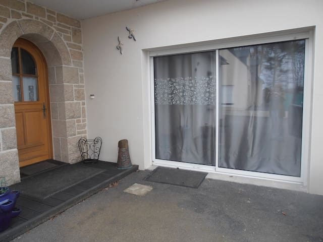 studio  et chambres  entre mer et campagne - Surzur - House