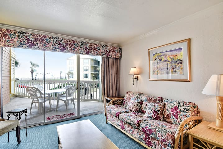 Victorian 6105-Morty's Place has a terrific Gulf view, balcony, 1/1, sleeps 5!