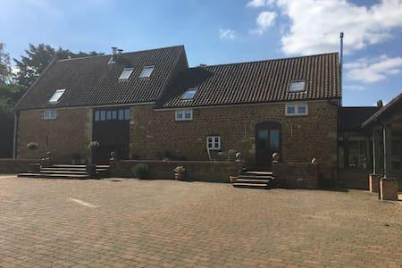 Burghley Accomodation - Wymondham - Bed & Breakfast