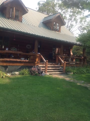 Private Rooms available in Log Home - Renfrew - Casa